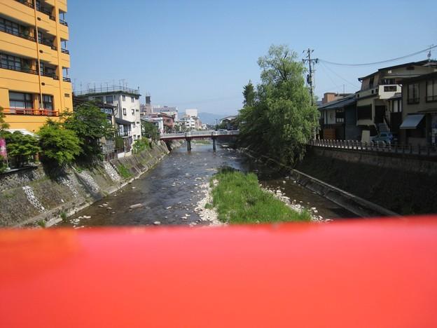 中橋から見た鍛冶橋方向・・・