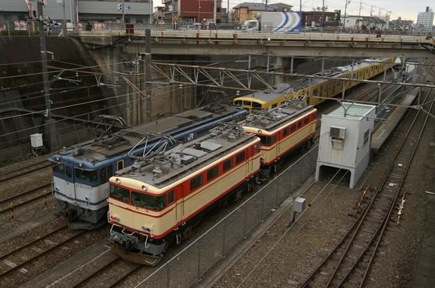 JRFと西武の機関車が並ぶ