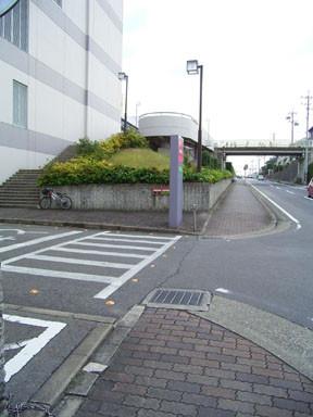 横断歩道が奥過ぎて危険な歩道_古雅1