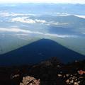写真: 富士山の影