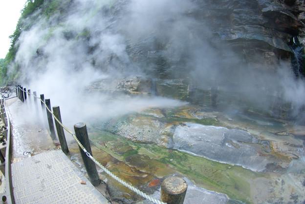 湧き出す蒸気~小安温泉~栗駒国定公園