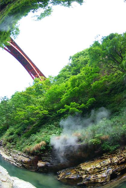 下から見た橋~小安温泉~栗駒国定公園