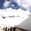 写真: 雪の壁と立山