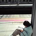 写真: 次女と電車待ち
