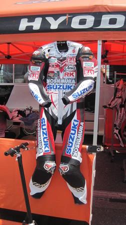 26 2013 12 津田 拓也 ヨシムラスズキレーシングチーム GSX_R1000 IMG_1096