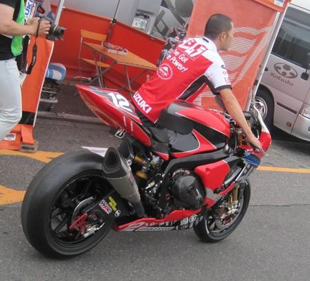 46 2013 12 津田 拓也 ヨシムラスズキレーシングチーム GSX_R1000 IMG_1947