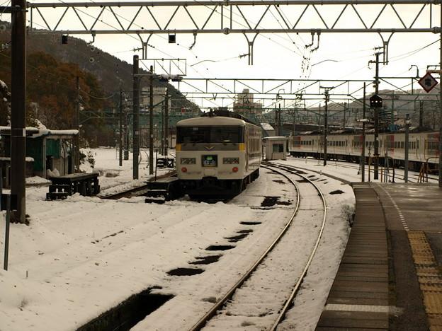 写真: 185系(水上駅)