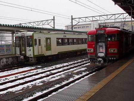 455系とキハ110系(会津若松駅)