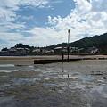 Photos: 厳島神社の鳥居からみた海岸