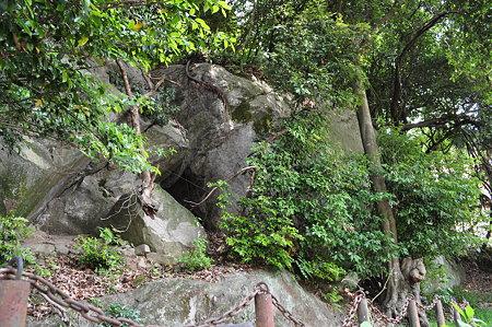 信仰の巨岩