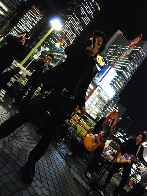 写真: Z旗 新宿路上ゲリラライブ