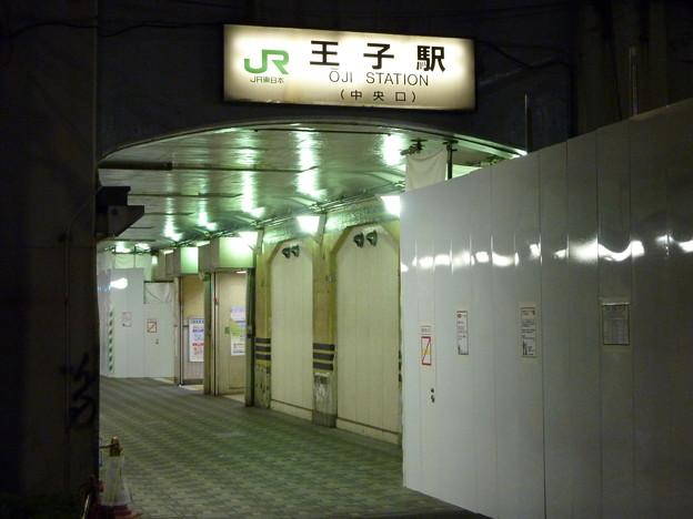 Photos: 夜の王子駅中央口
