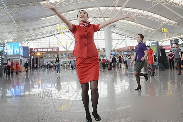 西安空港でフラッシュモブ? (6)