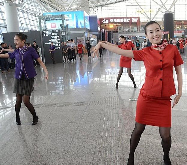 西安空港でフラッシュモブ? (9)
