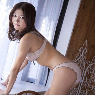 丸みをおびた体が美しい女性 (2)