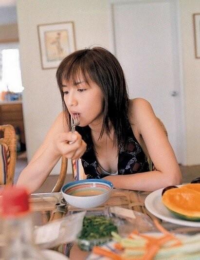 魅力的な女性の食べるもの?(笑)  (1)