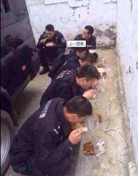 新疆警備のおまわりさんのお昼ご飯と昼寝 (1)