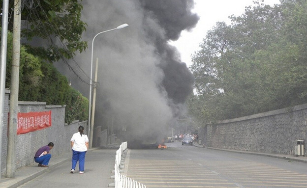 炎上するバス 北京での出来事 (3)