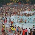 写真: 中国のハワイ 海南島で海水浴~~ (1)