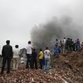 写真: 温州で爆発炎上 見物客100人 (2)