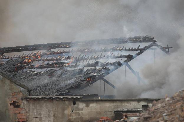 温州で爆発炎上 見物客100人 (4)