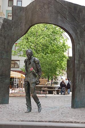 モスクワの有名な歌い手さんの像