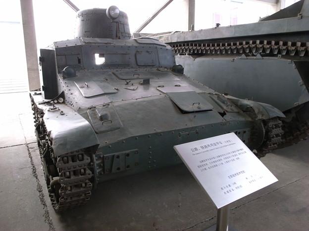 道路鉄道両用装甲車(日本製)