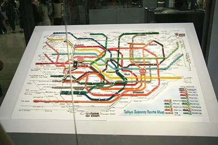 ダイヤとお菓子でできた路線図全景