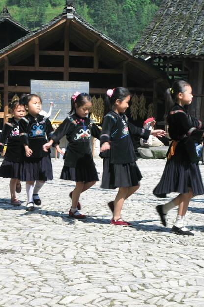 写真: 子供たちによる舞い