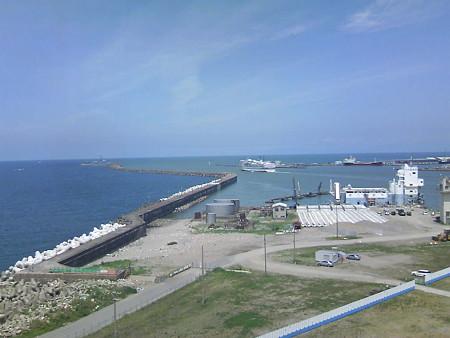 信濃川河口を進む佐渡汽船(2)