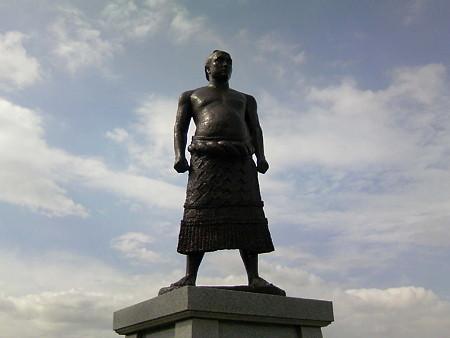 横綱羽黒山銅像(1)