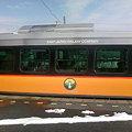 写真: キハE120系を横から見る