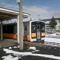 写真: キハE120系入線中