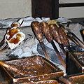 写真: 囲炉裏で焼いている田楽たちin満田屋
