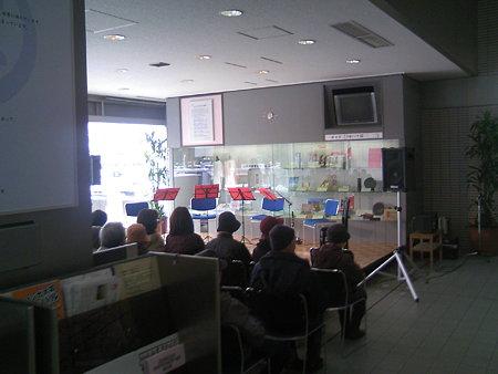 開演を待つ新潟市役所市民ロビー
