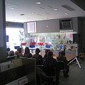 写真: 開演を待つ新潟市役所市民ロビー