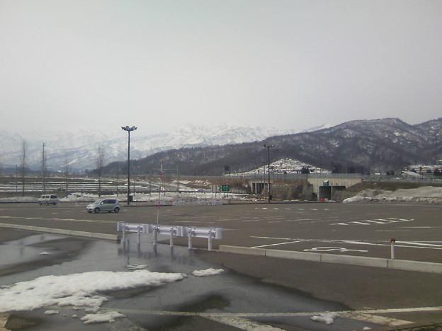 写真: 雪の少ない新井PA