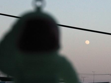 月と宇宙飛行士?