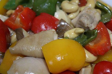 鶏肉のカシューナッツ炒めレモン風