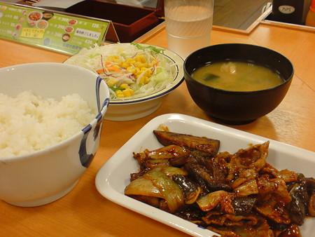 松屋 豚と茄子の辛味噌炒め定食