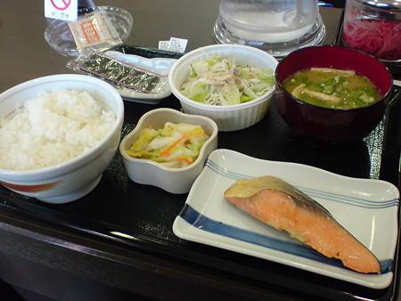 なか卯 川沿店 鮭定食+野菜サラダ