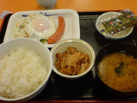 松屋 ソーセージエッグ定食