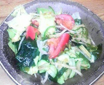 ワカメと山芋のサラダ