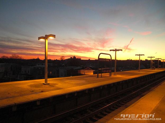 まぁ、こんな綺麗な夕焼けが見れたしいいか。