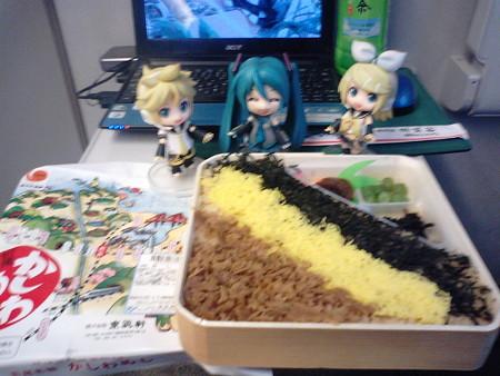 夕食は、小倉駅で買った、北九州は折尾名物の「かしわめし」(≧▽≦)ゞ