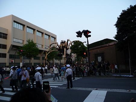 090419-ラ・マシン 税関前