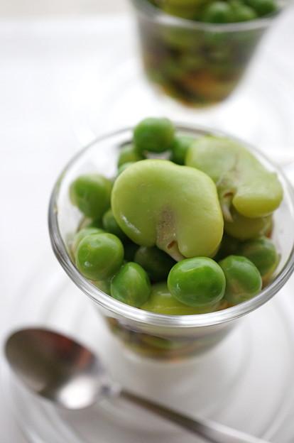 写真: そら豆とグリーンピースの翡翠煮