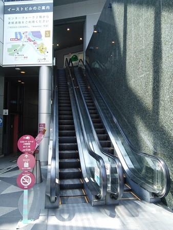 14_櫛田神社の前にあるエスカレータ140624