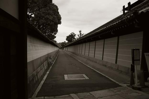 西本願寺内の路地