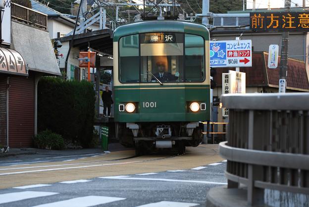 腰越駅から併用軌道へ1